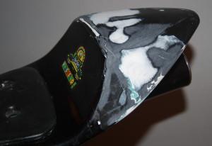 Heck am Pocketbike reparieren mit Glasfasermatte geklebt