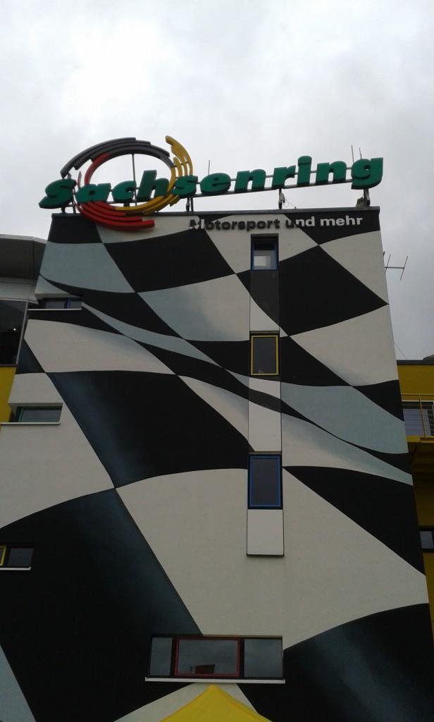 Sachsenring - das Logo ist weithin zu sehen!