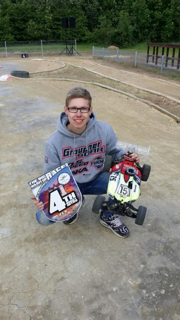 Marcel mit seinem fast-Gewinner-Modellbauracer