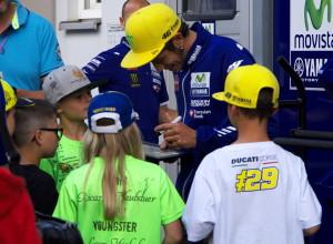 Das ist doch dieser Rossi :-D wen man nicht alles trifft auf dem Sachsenring!