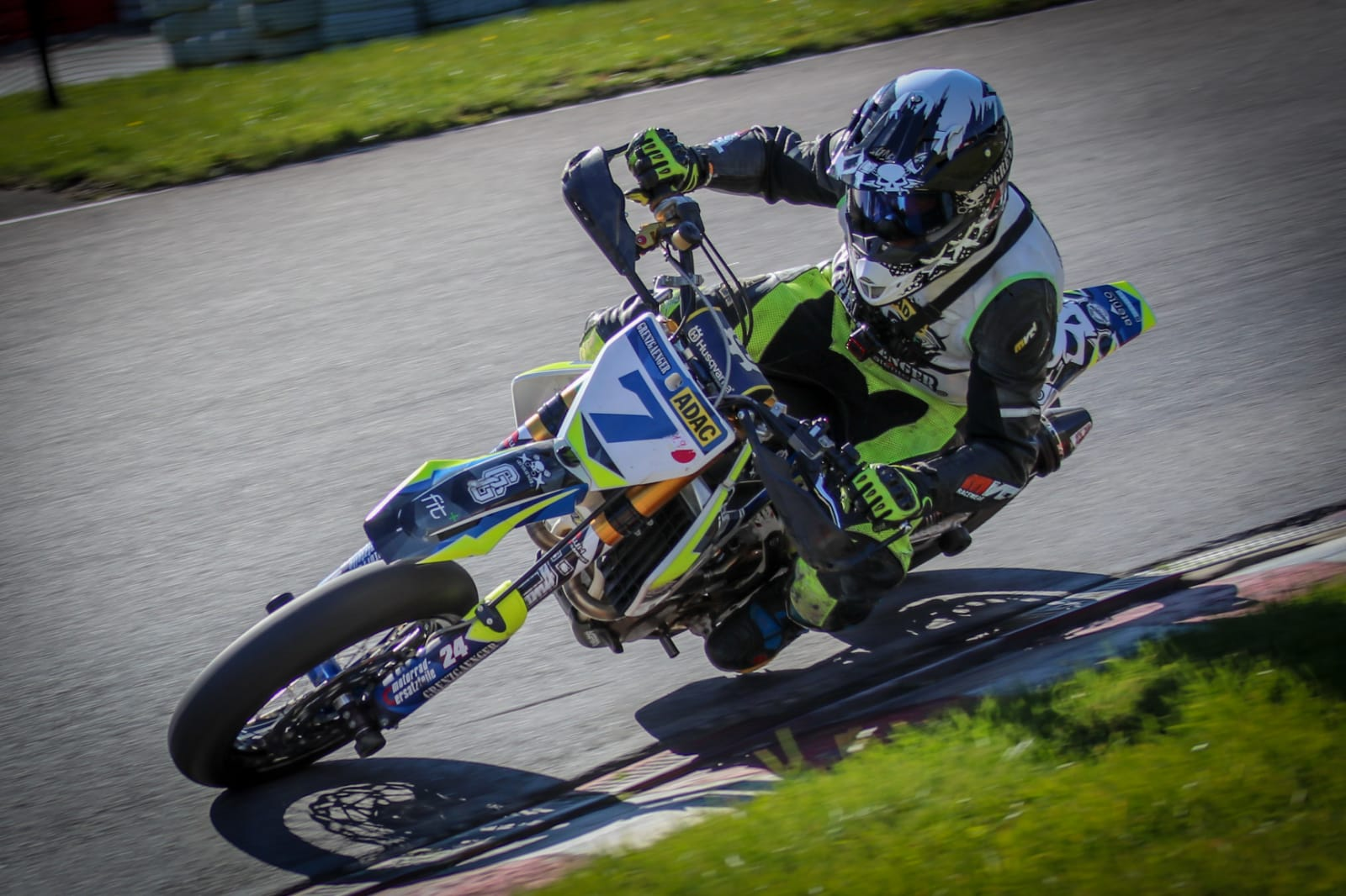 Braking Bremsbelag-Test in Spa - Supermoto