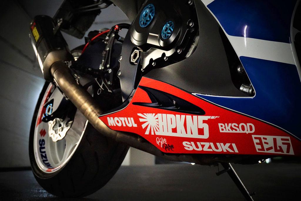 GSX-R 1000 L1 Mit Braking Wave Bremsscheiben in der Garage
