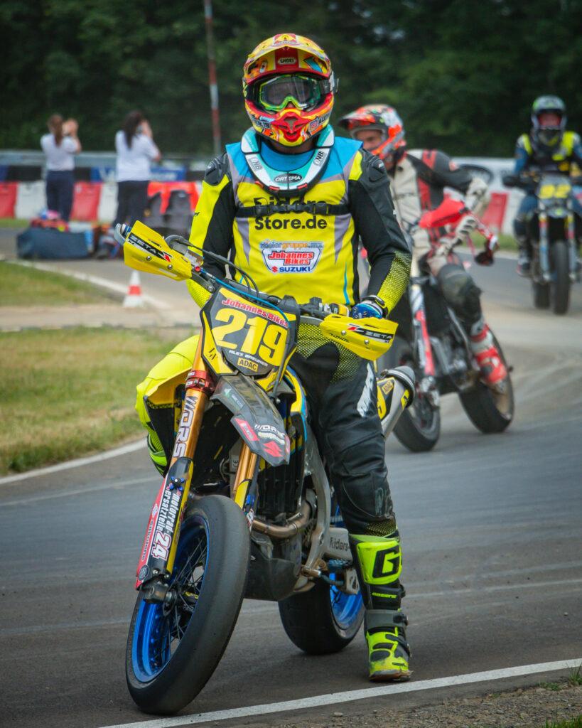 vorm start des ersten Rennens - Alex Breuker in der Supermoto IDM